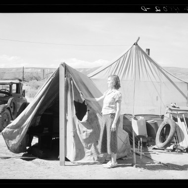 July 1936: Many fruit tramps live in tents like these. Yakima, Washington. (Dorothea Lange/Farm Security Administration)