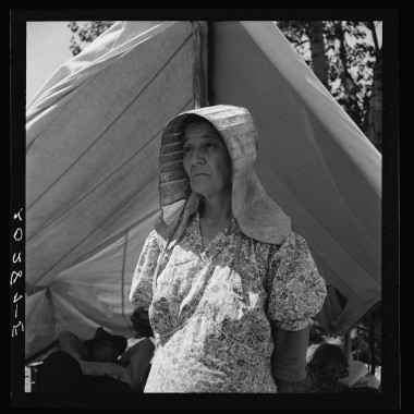 August 1939: Migratory woman, originally from Texas. Yakima Valley, Washington. (Dorothea Lange/Farm Security Administration)