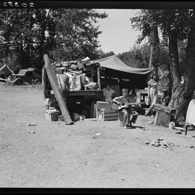 August 1939: Camp of family with nine children who have been on the road for three years. Washington, Yakima Valley. (Dorothea Lange/Farm Security Administration)
